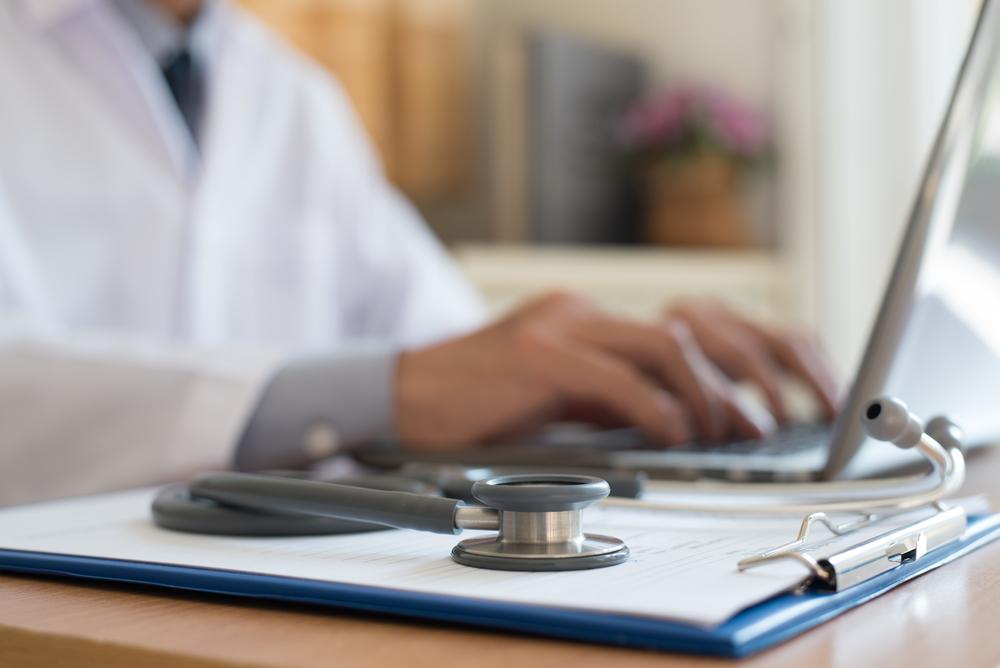 Efficacité d'une rééducation sensori-motrice posturale réflexe sur l'incontinence urinaire et l'urgenturie chez la femme